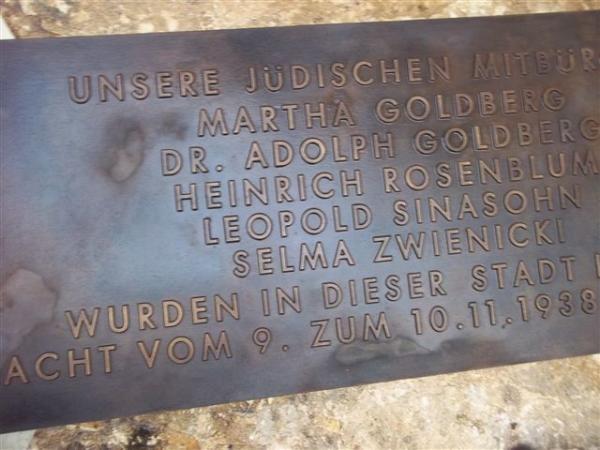 Schrifttafeln aus Bronze, Gedenkstätte der jüdischen Opfer vom 9.11.1938
