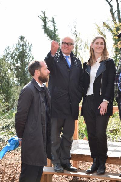Außenminister eröffnet Denkmal mit Statuarius Güssen