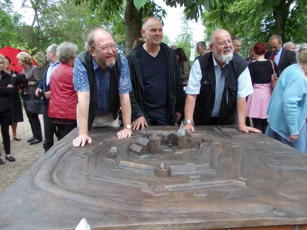 Delmenhorster Schloß, Jürgen Knapp , 2014, Kombination aus Sandguss und Wachausschmelzverfahren, Siliciumbronze, Schwefelleber-Patina